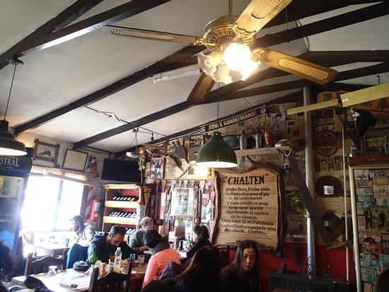 Restaurante Ahonikenk Chalten Fonda Patagonia: Internal view