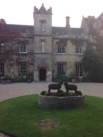 The Manor at Weston: The front of the building