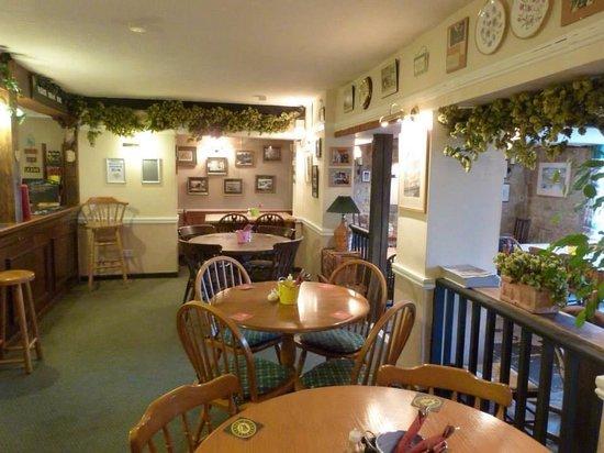 The Fountain Inn Shaftesbury: Bar area