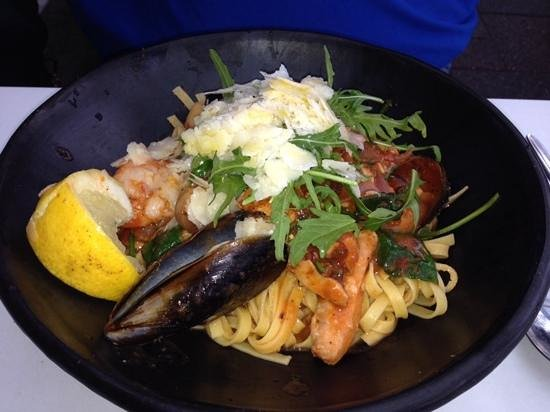 Bluewater Cafe: yummy seafood linguini!!!