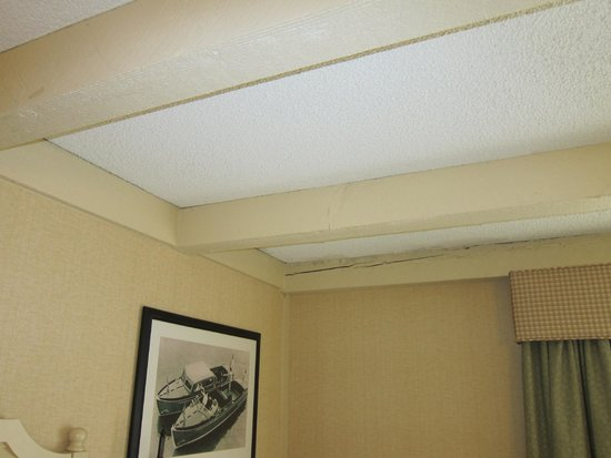 The Abbey Resort & Avani Spa: The ceiling of our room on the first floor of building two