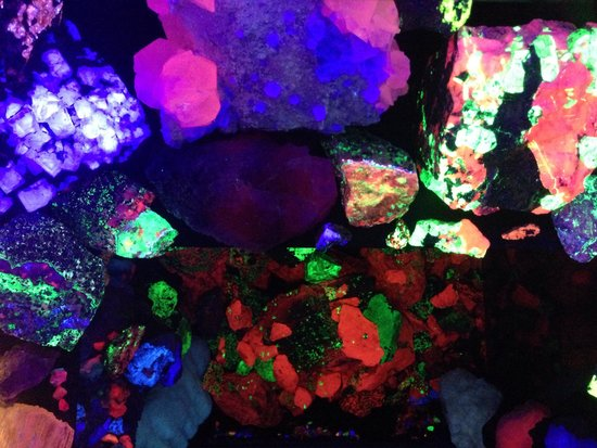 Electric Ladyland - the First Museum of Fluorescent Art: Rock cabinet!