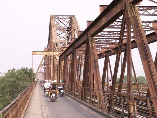 Long Bien Bridge: The Bridge