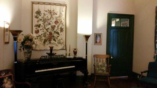 Spencer House Inn Bed and Breakfast: common room