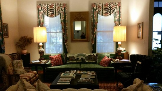 Spencer House Inn Bed and Breakfast: common area- great for morning coffee