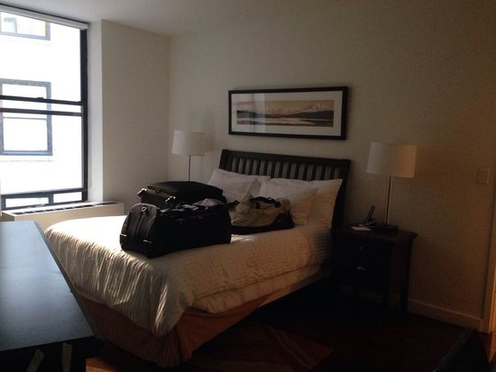 Oakwood at 6th Avenue: Our room!
