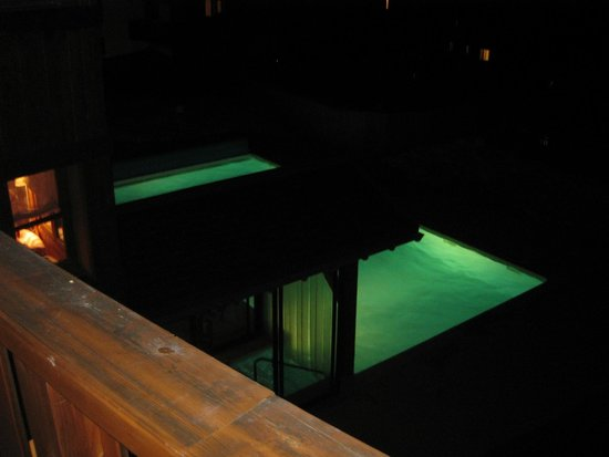 Валльфрежю, Франция: la piscine le soir