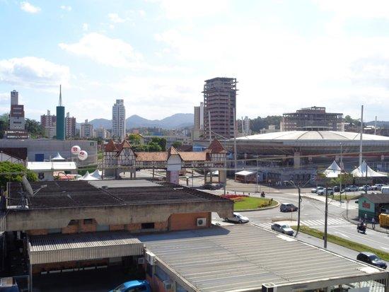 Blu Terrace Hotel : Vista do Pavilhão do Oktoberfest do quarto do hotel.