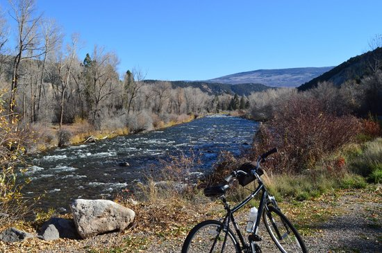 Glenwood Adventure Company: Pic of the bike and river