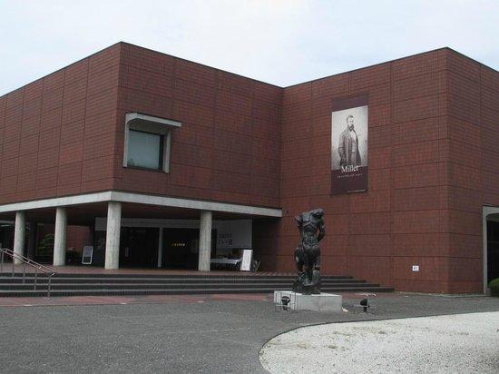 Yamanashi Prefectural Museum of Art: 外観はシックです