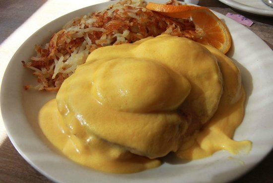 Nicely's: eggs benedict with good hash browns