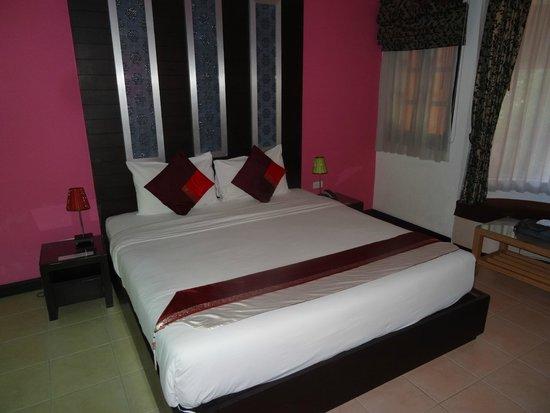 Oasis Inn Bangkok Hotel: ベッド
