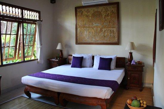 Alam Indah: Lotus room