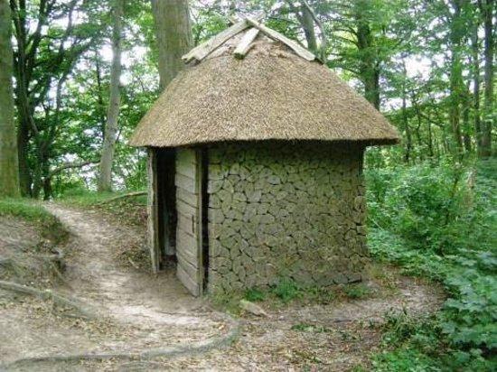 Borre, Denmark: Ved Norske Hus - et Kamufleret wc.