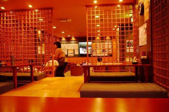 Fuji Sakae: 地下1階ふじの花の内部