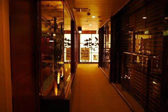 Fuji Sakae: 地下1階ふじの花の外観