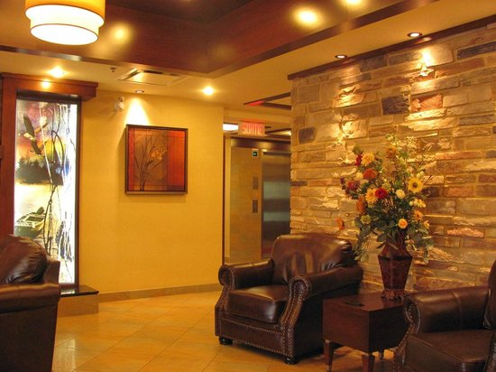 Quality Inn & Suites Val d'Or : Reception area