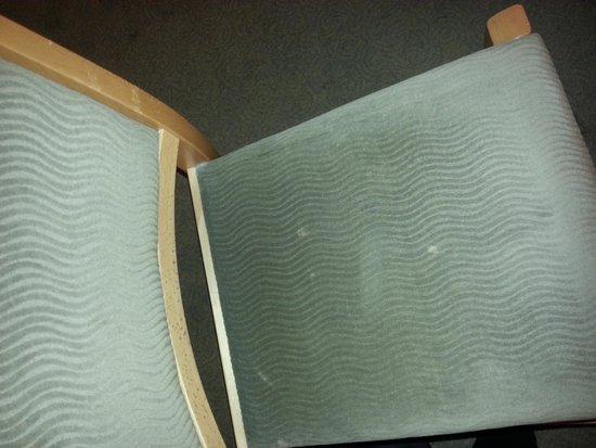 Quebecs : burn on desk seat