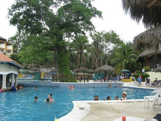 Grand Palladium Vallarta Resort & Spa : Pool with swim up bar