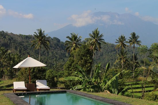 4K Jemeluk Beach And Beautiful Blue Lagoon With Gunung Agung ...