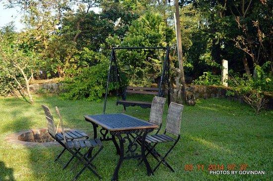 Coffee Village Retreat : Camp fire area