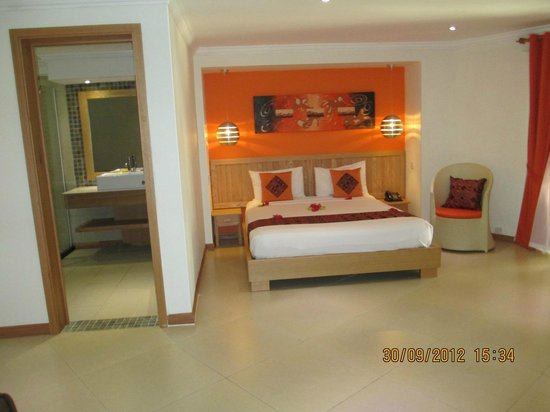 Le Surcouf Hotel & Spa: Nice Clean Rooms but Small