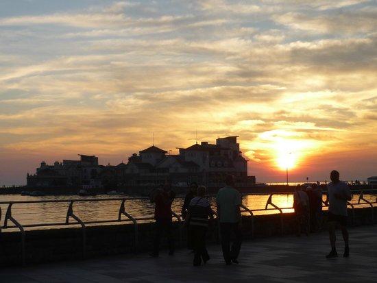 Sarnia Guest House: Sunset at thr boardwalk