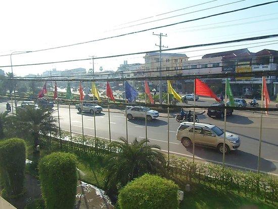 Mercure Vientiane: La strada di fronte