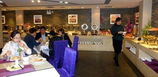 Yitel Hotel Shanghai Xuhui: Breakfast buffet at Yitel