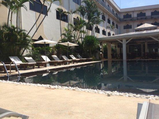 Mercure Vientiane: La piscina