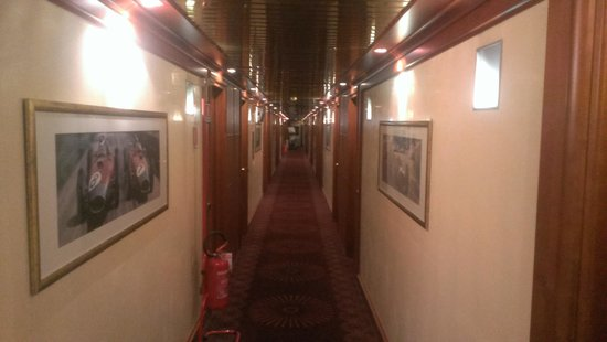 AS Hotel Monza: Коридор