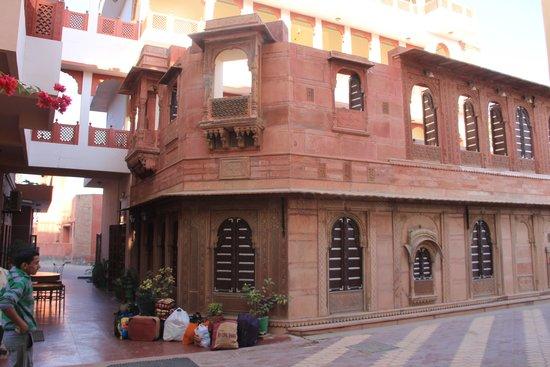 Hotel Harasar Haveli: Hotel Restaurant block