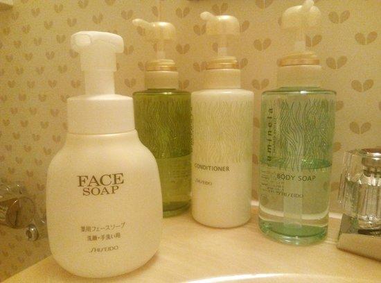 hotel AGORA osaka moriguchi: The lovely Shiseido toiletries!