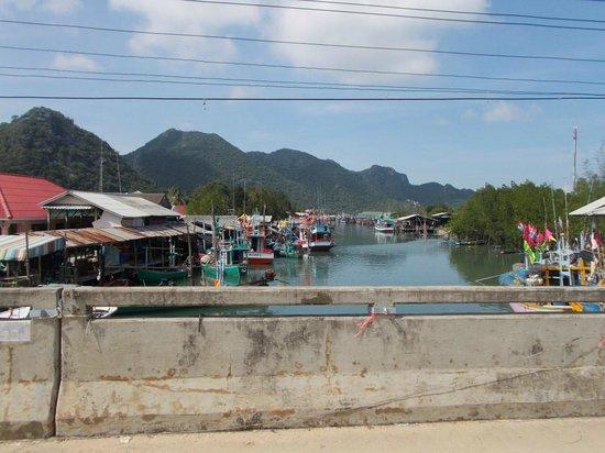 Blue Beach Resort: Fishing village at Sam Roi Yod (go biking!)