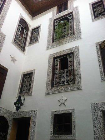 Riad Boujloud : Interior under the atrium. Beautiful architectural restoration.