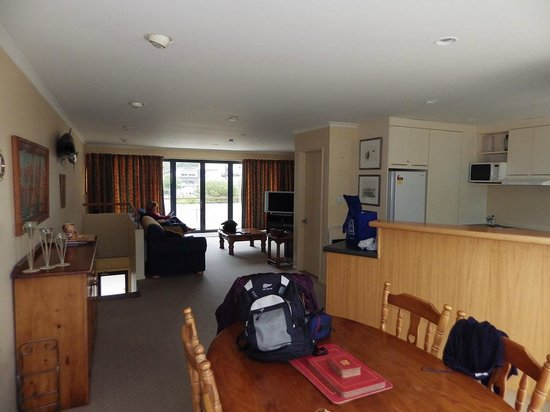 Apartments On The Waterfront Picton: Upstairs lounge & Kitchen