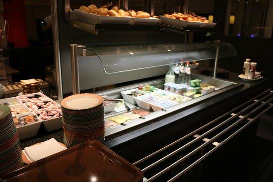 Ibis Brussels Waterloo: завтрак - буфет