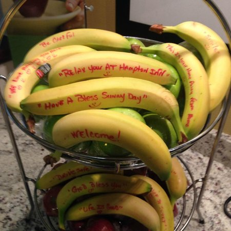 Hampton Inn Cumming: Best thing ever when you go get some fruit at the breakfast area. So thoughtful!