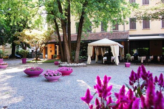 Albergo Ristorante Sant'Eustorgio: Facciata Hotel