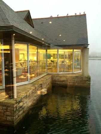 Carnac Thalasso & Spa Resort Hotel: Vue sur le lac depuis la salle de restaurant