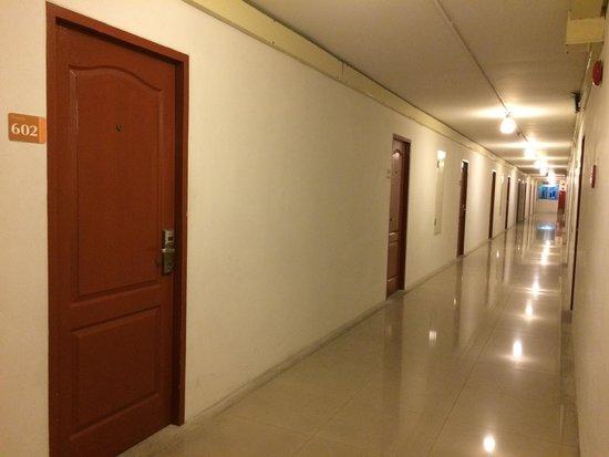 Centric Place Hotel : 6階廊下の写真 海外のアパートみたいな感じです