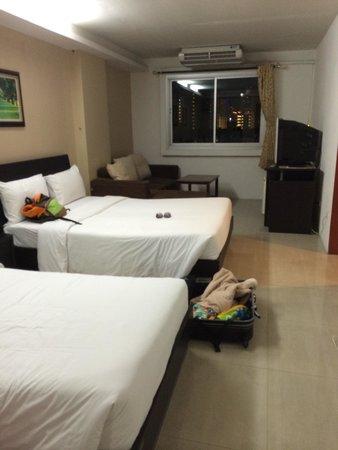 Centric Place Hotel : 6階一般的なお部屋みたいです。 スリッパを持参することをお勧めします!