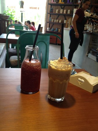 D•Origen Coffee Roasters: Smoothy and a coffee