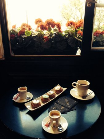 C 39 est chouette chez odette picture of odette paris for Odette s restaurant month
