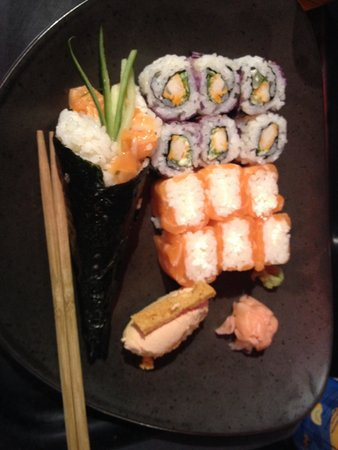 Sushi Shop : Temaki saumon, California chicken, salmon roll et sushi au foie gras!