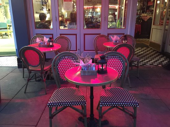 Cafe Rouge Hitchin: Lovely and warm outside
