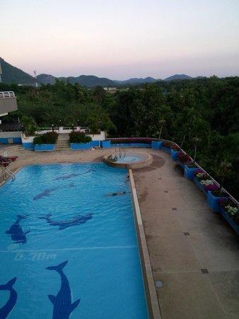 Loei Palace Hotel: Reasonable pool