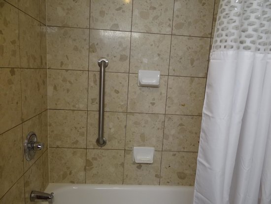 Hampton Inn & Suites by Hilton Windsor: King Studio Suite Room 618 Bathroom
