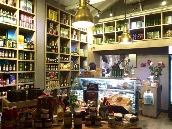 IL Castello: Deliciosa tienda con especialidades italianas y pasteas hechas en casa!