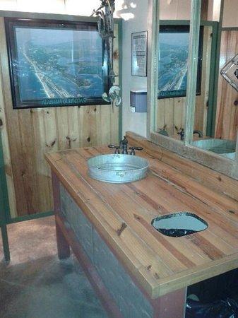 David's Catfish House: Cool Restroom Sink